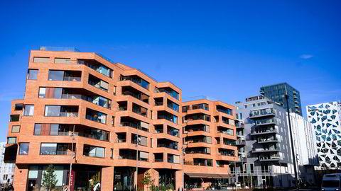 Boligprisene i Oslo er nå nær tre prosent lavere enn i februar. Foto av leiligheter i Bjørvika i Oslo.