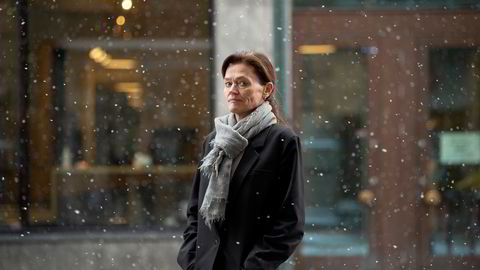Advokatfirmaet Hjort var blant dem som ble hardest rammet da korona stengte domstolene i mars i fjor. Administrerende partner Anne Marie Due sier eierne tok ut utbytte i fjor, tross permitteringer, fordi det er slik partnere blir betalt hvert eneste år. Partnerlønningene ble kuttet i en periode.