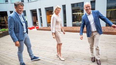 Vipps har opplevd nye rekorder i sommer. Onsdag var finansminister Jan Tore Sanner (til høyre) på besøk hos Vipps-sjef Rune Garborg og styreleder Kjerstin Braathen.
