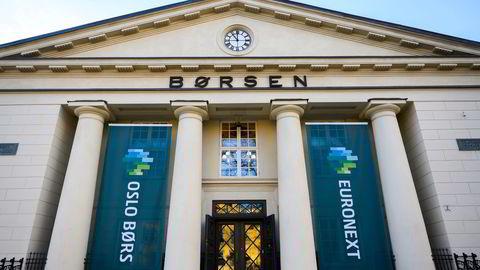 Hovedindeksen på Oslo Børs ligger på rundt 1072 poeng torsdag ettermiddag.