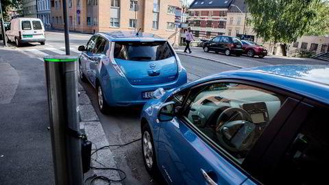 I Norge har elbilene fått sementere sin dominans mer enn denne klimaløsningens kvaliteter kan forsvare. Andre land har bilindustri som motvekt, skriver Gunnar S. Eskeland.