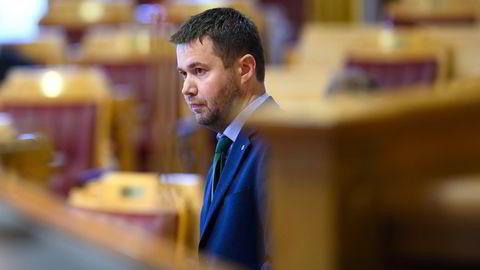 Senterpartiets Geir Pollestad ber næringsminister Iselin Nybø rydde opp rundt bonusene i Norwegian.