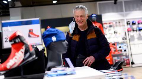 Fred Nilsen er innom Intersport i Storgata på jakt etter nye langrennssokker. Som leder for Stigruppa i Spydeberg har han sett eksplosjonen i nordmenns korona-drevne turinteresse på nært hold.