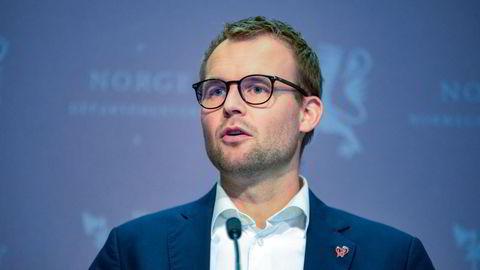 Kjell Ingolf Ropstad trekker seg både som partileder i KrF og som barne- og familieminister etter Aftenspostens avsløringer om han skatteforhold. Foto: Annika Byrde / NTB