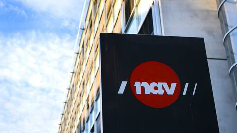 Den tiltalte 35-åringen skal ha fått utbetalt om lag ti millioner kroner i lønnskompensasjon fra Nav.