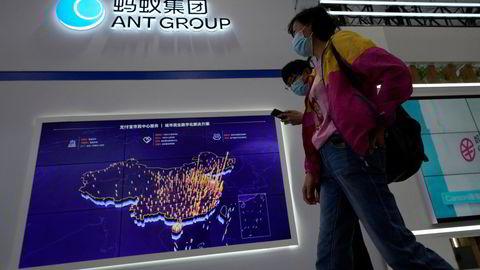 Børsnoteringen av Ant Group ble kansellert i fjor. Nå tvinger kinesiske myndigheter gjennom store endringer og får inn statskontrollerte selskaper på eiersiden. Internasjonale investorer nedskriver verdiene.