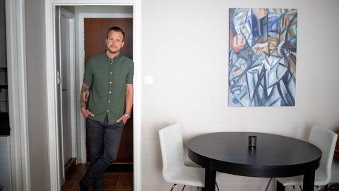 Anders Grytdal (30) fikk seg jobb i Oslo i vår, men grunnet de høye boligprisene valgte han å kjøpe bolig i Drammen, og vil pendle til Oslo når han må på kontoret.