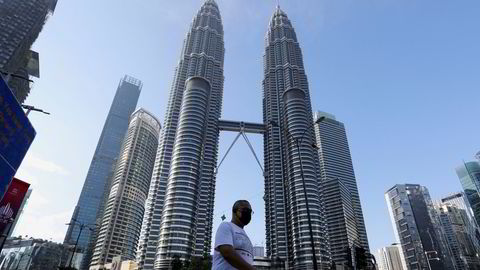 Aker Solutions malaysiske datterselskap er anklaget for å ha presentert falsk informasjon om eierskapet av selskapet, for å sikre seg lisenser fra det statlige oljeselskapet Petronas. Her Petronas Towers, som er selskapets hovedkvarter.