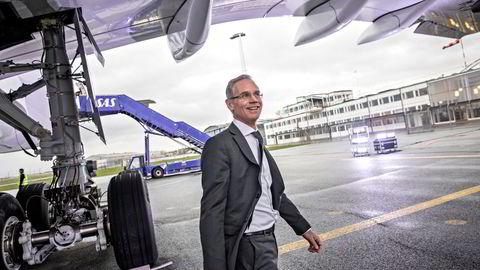 Rickard Gustafson gir seg som SAS-sjef mens selskapet står i dyp krise. Danmark og Sverige har reddet SAS, og Gustafson tror korona ble en redning for konkurrenten Norwegian. Her fra Kastrup-flyplassen i København i 2019.