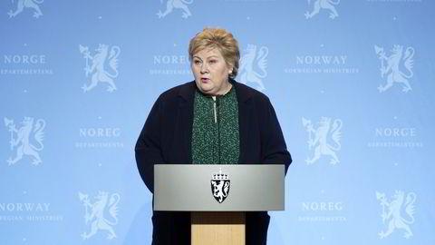 – Det kan vise seg at slutten kan være noen veldig bratte bakker for å sikre at flest mulig nordmenn kommer over målstreken i dette maratonen, sa statsminister Erna Solberg under pressekonferanse onsdag. Grensen til Norge blir nå i praksis stengt, opplyste statsministeren.