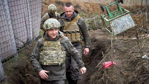 Den ukrainske presidenten Volodymyr Zelenskyj besøker den krigsherjede Donbas-regionen, øst i Ukraina.