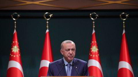 Recep Tayyip Erdogan under en pressekonferanse i Ankara i Tyrkia mandag.