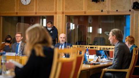 Leder i kontroll- og konstitusjonskomiteen Dag Terje Andersen (Ap) og medlem Terje Breivik (V) under høring om Olje- og energidepartementets håndtering av åpningen av Barentshavet sørøst.