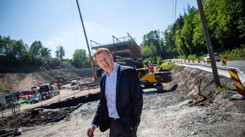 Administrerende direktør Helge Runer i Norsk Stål leverer stål til byggingen av blant annet en velodrom i Asker, en bane som er spesialbygd for baneløp på sykkel. Prisene på stål har økt kraftig.