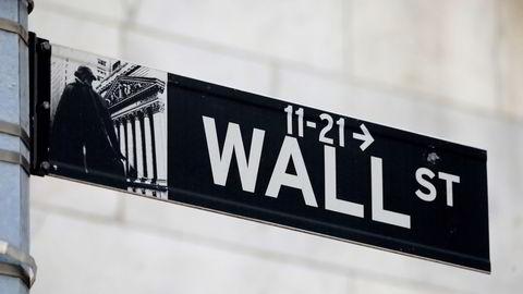Deltaviruset skremmer amerikanske investorer mandag.