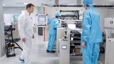 De første norske battericellene produseres på Forus. På sikt tror gründer Svein Kvernstuen at det vil gi milliardomsetning.