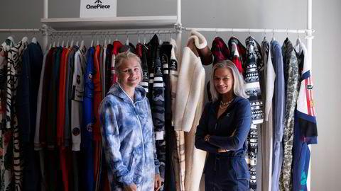 Produktsjef Andrea Prytz Lerberg (til venstre) og sjefdesigner Mathilde Grivi i Onepiece lager kosedresser som har fått fart på seg under koronakrisen, her er de fotografert i fjor sommer.