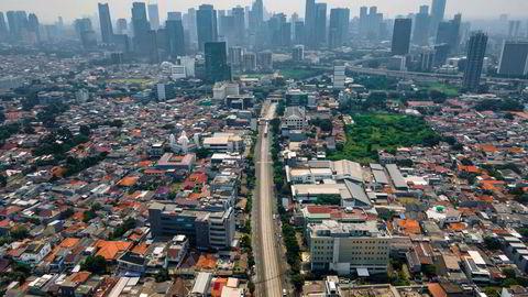 Trafikkkaoset har forsvunnet fra storbyer i Sørøst-Asia etter den siste nedstengningen, som her fra den indonesiske hovedstaden Jakarta.