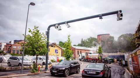 Bompenger kan utformes som en veibruksavgift for elbiler. Da bør avgiftene på kjøp av elbiler og lavforbruksbiler være lik avgiften på kjøp av høyforbruksbiler, skriver artikkelforfatteren.
