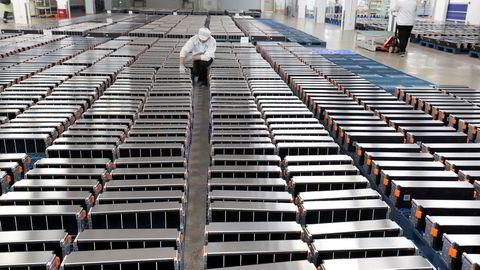 Å etablere norsk batterifabrikk i konkurranse med kinesisk produksjon (bildet) er komplisert, hvis vi ligger utenfor EUs tollmur.