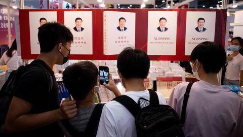 Investorer og analytikere anbefales å finlese tidligere taler fra Kinas president Xi Jinping. Her fra en bokmesse i Hongkong nylig.