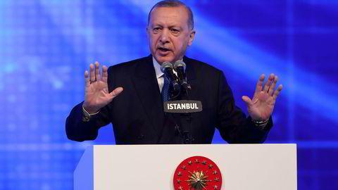 For ti dager siden la Tyrkias president Tayyip Erdogan frem en økonomisk reformpakke. Siden har renten blitt satt opp til 19 prosent, sentralbanksjefen sparket og uken starter med en kraftig svekkelse i den tyrkiske valutaen.