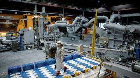 En norsk produsent av aluminium som bruker vannkraft har null karbonfotavtrykk i kraftforbruket, men har likevel et CO2 priselement i strømprisen, skriver artikkelforfatteren.