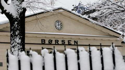 Hovedindeksen på Oslo Børs faller rundt 0,6 prosent fra start torsdag.
