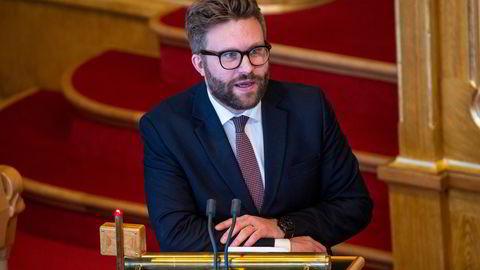 Høyres Stefan Heggelund er saksordfører for klimameldingen i Stortingets miljø- og energikomité. Nå lyser lampen rødt for et bredt forlik i Stortinget,