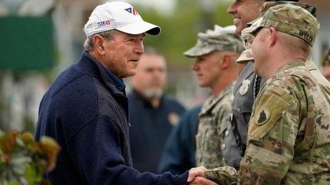 Tidligere president George W. Bush takker soldater for innsatsen på Memorial Day 31. mai.