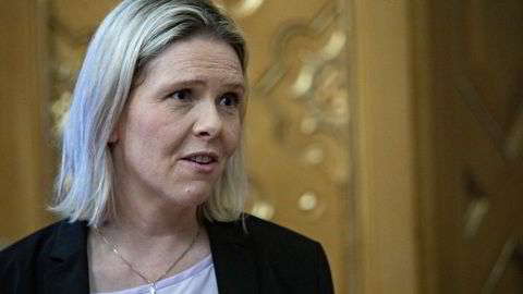 Fremskrittspartiets nyvalgte partileder Sylvi Listhaug mener Ap fører en gammeldags industripolitikk og vil heller legge til rette for at private investorer og næringsliv skal skape verdier i Norge.