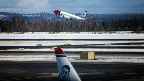 Da flytrafikken stoppet opp, kunne ikke kreditorene begjære Norwegian konkurs og likvidere eiendelene. For hvem skulle de selge flyene til, spør artikkelforfatteren.