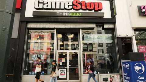 GameStop-kjeden har slitt etter at all kjøp av spill har flyttet seg til internett, men fikk et overraskende nytt oppsving gjennom en regissert kampanje på sosiale medier.