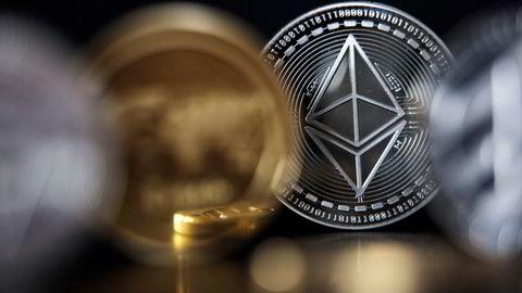 Ether, kryptovalutaen tilknyttet kryptoplattformen ethereum, har nå falt over 50 prosent fra toppen satt 11. mai.