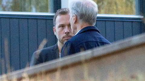 Jonas Gahr Støre (Ap) og Audun Lysbakken (SV) i samtaler på utsiden av Hurdalsjøen hotell forrige uke. Onsdag ble det klart at Støres drøm om en trepartiregjering, gikk i knas.
