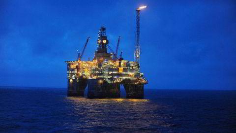 Det Ola Kvaløy kaller «samrøre», gjorde norsk petroleumssektor langt renere enn den ellers ville vært, gjennom forbud mot fakling, skriver Sigrid Gjerløw Aasland. Bildet er fra Heidrun-feltet i 2009.