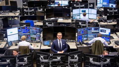 DNB Markets hadde totale inntekter på 1,6 milliarder kroner i fjerde kvartal i fjor, sammenlignet med 1,9 milliarder kroner i samme periode året før. Her leder for DNB Markets Alexander Opstad I meglerhallen i Bjørvika i Oslo.