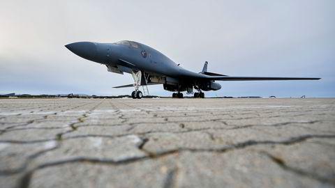 Totalt fire amerikanske B-1B Lancer bombefly er skal i en måned trene sammen med norske styrker fra Ørland hovedflystasjon.