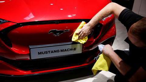 Samme dag som en av verdens største bilmesser åpnet dørene i Tyskland, rappet Ford lederen for Apples «hemmelige» bilprosjekt.