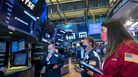 Wall Street faller kraftig. Nasdaq-indeksen er ned over to prosent mandag.