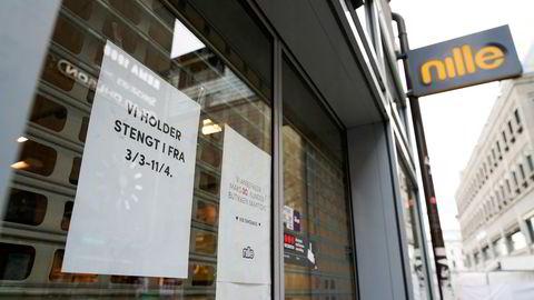 Nille-kjedens butikkansatte i Oslo ble permittert etter at kommunen stengte alle butikker på grunn av koronapandemien.