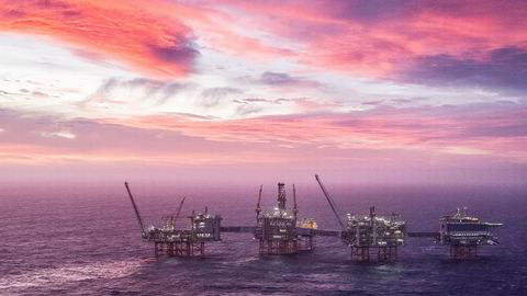 Produksjonen av olje fra Johan Sverdrup-feltet gir lave utslipp takket være kraft fra land. Ved å plante noen trær i tillegg, får Lundin Energy solgt lastene som karbonnøytrale frem til oljen skal brukes – og det mener selskapet det er penger å tjene på.