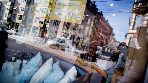 Møbler, innrednings- og dekorasjonsartikler bidro til å dempe prisveksten i mai.