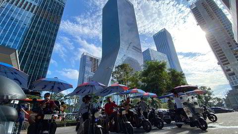 Aksjehandelen i China Evergrande Group og datterselskapet Evergrande Property Services har vært suspendert ved Hongkong-børsen siden mandag 4. oktober. Her fra selskapets hovedkontor i den sørkinesiske byen Shenzhen.