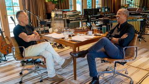 Spotify forsøker å øke lønnsomheten med en ny hybrid inntektsmodell.  Blant annet satses det på podkaster, som med ekspresident Barack Obama (til høyre) og rockestjernen Bruce Springsteen.