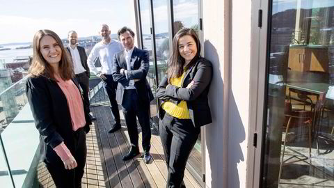 Fra venstre Julie Midtgarden, Marius Parmann, Per Valebrokk, Petter Stordalen og Zaineb Al-Samarai. Starter