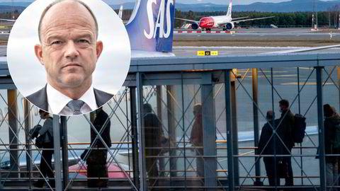 Mange fly står fortsatt parkert på Oslo lufthavn. Nå vil NHO bruke mer skattepenger.