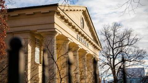 Hovedindeksen på Oslo Børs ligger på rundt 1093 poeng fredag ettermiddag.