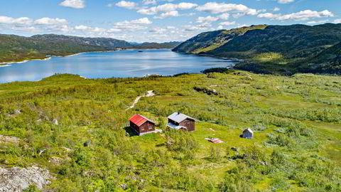 I fjor kjøpte eiendomsmilliardær Ivar og sønnen Nick Walter Tollefsen et gigantisk jaktterreng i Havradalen i Vinje kommune i Telemark for 33 millioner kroner. Nå har de fått tillatelse av kommunen til å rive og sette opp nye hytter.