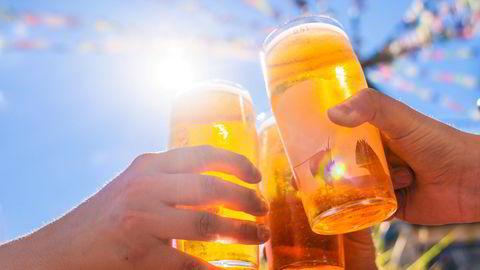 De med høyest inntekt har mest liberale holdninger til alkohol, inkludert å drikke foran barn.